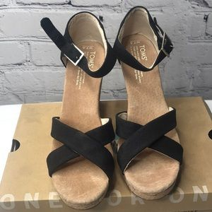 TOMS WOMENS BLACK STRAPPY WEDGES